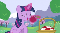 Twilight eating apple S2E25