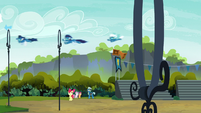 Wonderbolts fly over CMC and Thunderlane S7E21