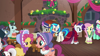 A view of the party; Merry and Flutterholly talking to each other S06E08