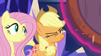 Applejack winking at Fluttershy S8E23