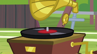 Record player stops playing music S9E15