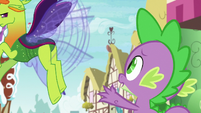 Thorax flying away in anger S7E15