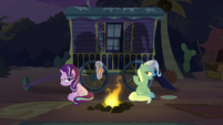 Trixie angrily offering the last carrot S8E19