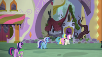 Twilight, Spike, and old friends arriving at Moon Dancer's home S5E12