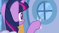 Twilight knocking on someone's door S9E5