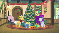 Apple Bloom and Grand Pear decorating the tree MLPBGE