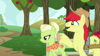 Bright Mac tries waving to Pear Butter S7E13