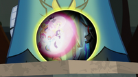 Crystal ball shows Mane Six defeating Sombra S9E2