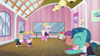 Hoofer Steps instructing a dance class S6E4
