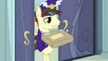 Mailpony holding up package S4E04.png