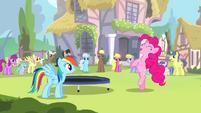 Rainbow watches Pinkie dance S4E12