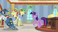 Star Swirl leaves in disappointment S8E16
