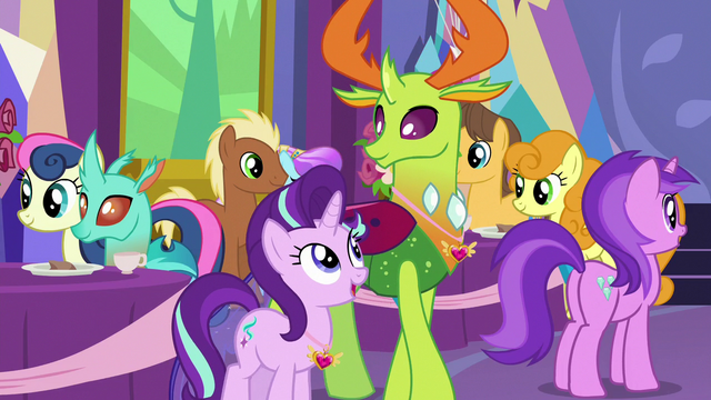 File:Starlight Glimmer talking to Thorax S7E1.png