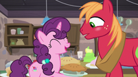 Sugar Belle laughing at the embarrassing moment S7E8