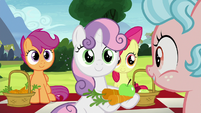 Sweetie Belle giving snacks to Cozy Glow S8E12