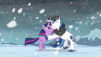 Twilight & Shining Armor hug S3E1
