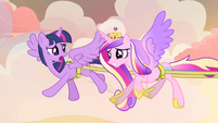 Twilight and Cadance sweating S4E11