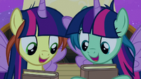 Twilight fan ponies ecstatic to get her autograph S7E22