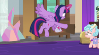Twilight fetching her saddlebags S8E25