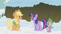 Applejack doubting Twilight S1E11
