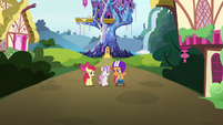 Crusaders walk away from Twilight's castle S6E19