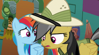 Daring Do looking for an escape route S6E13