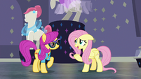 Fluttershy welcoming Pursey Pink S8E4