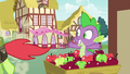 Peachy Sweet running away from Spike S7E15.png