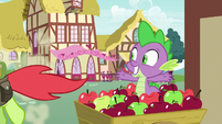 Peachy Sweet running away from Spike S7E15
