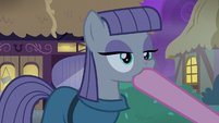 Pinkie Pie plugging Maud Pie's mouth S8E3