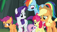 Pony sisters watch Sweetie Belle return to the cave S7E16
