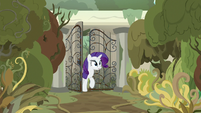 Rarity entering Mistmane's old village S7E25
