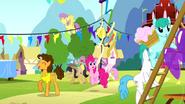 S04E12 Cheese i Pinkie Pie idą robić imprezę