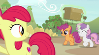Sweetie Belle and Scootaloo arrive at the farm S7E8