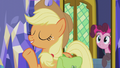 "Applejack ""it can't be how Pinkie's does it"" S5E20.png"