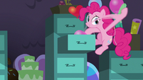Pinkie stuffs balloons in file cabinet S9E26