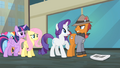 Pony with Grumpy Cat cutie mark looking angrily at Rarity S4E08.png