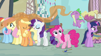 Rarity & Spike sweet smelling food S3E4