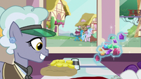 Rarity leaves jewelry store with a lot of gems S9E19