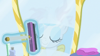 Rarity squeegeeing her bathroom mirror S7E19