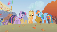 S01E13 Twilight, Applejack i Rainbow Dash na mecie