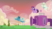 Sky Stinger fighting against the strong wind S6E24
