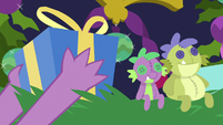 Spike picks up a Hearth's Warming gift S8E24