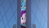 Starlight and Trixie shocked to see Queen Chrysalis S6E25