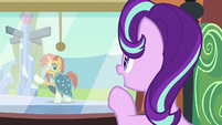 Starlight waving at Sunburst S6E2