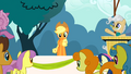 Applejack Crowd S2E14.png