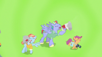 Bow and Windy cheer for Rainbow through bullhorns S7E7