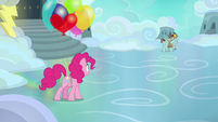Pinkie Pie sees her pie being carted away S7E23