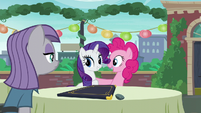Pinkie acting --You are very welcome, Rarity!-- S6E3