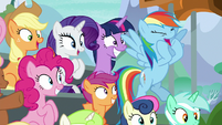 Rainbow Dash cheers for the Washouts S8E20